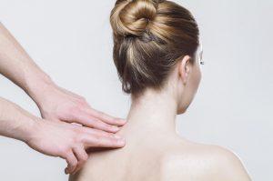 come curare uno strappo muscolare